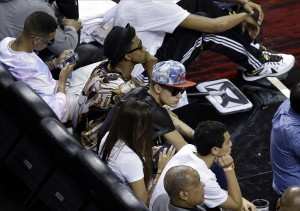 bieber sits at Miami basketball game